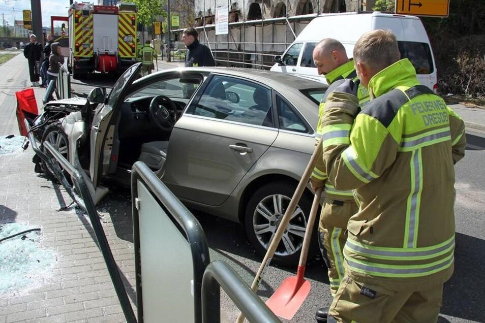 Die Fahrerin eines Audi verlor aus noch ungeklärter Ursache die Kontrolle über ihr Auto.