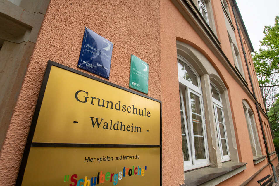 Die Grundschule Waldheim.