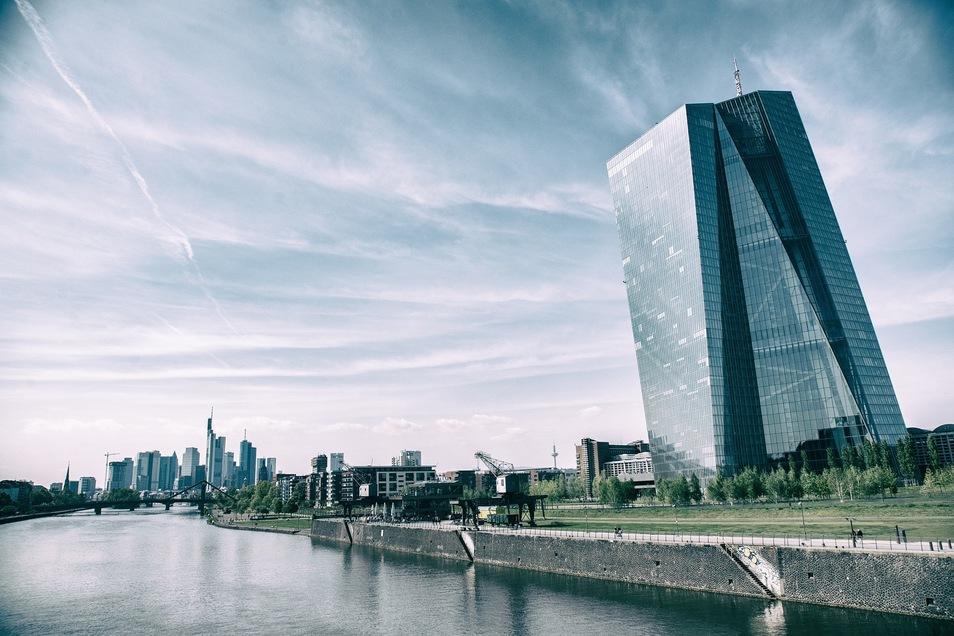Die EZB in Frankfurt. Wie lange das Zinsniveau noch niedrig bleiben wird, wird ausschließlich hier entschieden. Auf mehrere Jahre sollte man sich jedoch nicht verlassen.