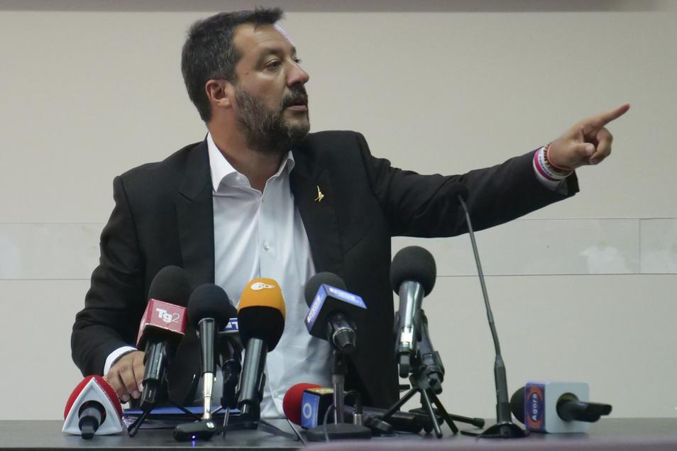 Matteo Salvini hatte mit seinen Vorstößen die Koalition in Gefahr gebracht. Seine Partei Lega Nord befindet sich im Höhenflug und spekuliert auf Neuwahlen.