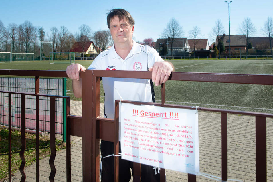 Dietmar Rösler (56), Trainer des Fußballvereins TSV Wachau musste durch die Corona-Pandemie das Vereinsgelände schliessen.