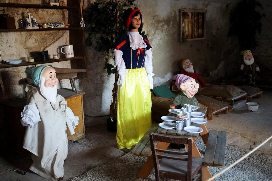 Schneewittchen ist nur eines von vielen Märchen, die auf dem Poppitzer Dreiseitenhof nachgestellt sind.