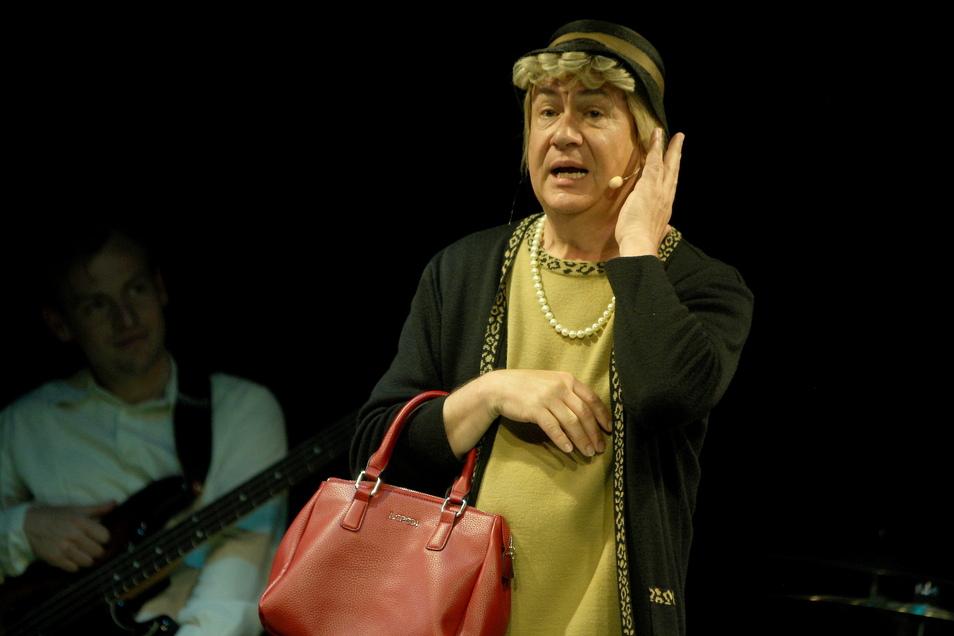 Tom Pauls schlüpft an diesem Sonnabend wieder in die Rolle der Ilse Bähnert. Zusammen mit der Neuen Elbland Philharmonie Sachsen präsentiert er das Programm Tubamania.