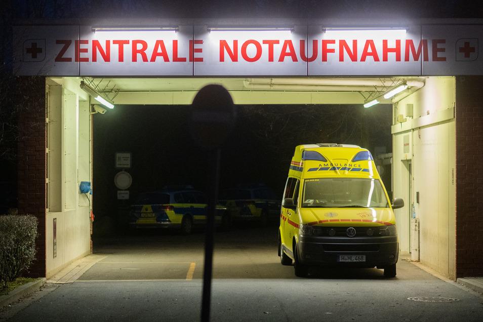 Etliche Krankenhäuser in Deutschland sind in Not: Ihnen fehlen Finanzmittel und Personal.