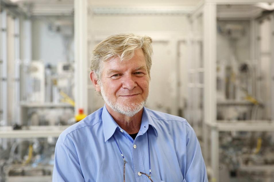 Alfred Wippermann, Geschäftsführer von PHB in Ohorn, freut sich, dass jetzt auch die in seiner Firma hergestellten Masken zu Pflichtmasken gehören.