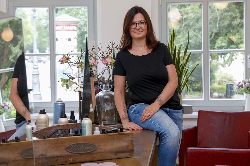 Caroline Looke gibt ihren eigenen Friseursalon auf der Frauenstraße auf, wird künftig wieder als angestellte Friseurin arbeiten.