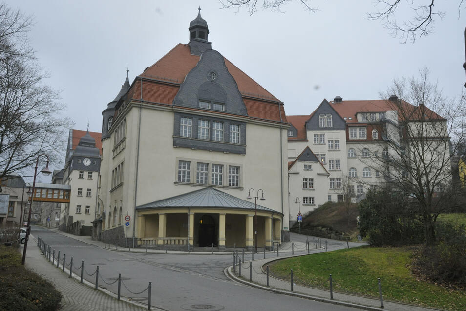 Das Goethe-Gymnasium in Sebnitz. /
