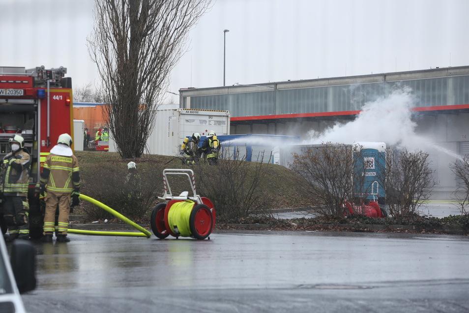 Ein Container beladen mit gefährlichen Gütern ist am Donnerstag in Brand geraten.