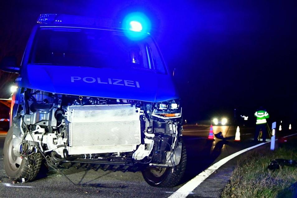 Ein gestohlener schwarzer Mitsubishi Outlander durchbrach die Straßensperre, als die Polizei den Wagen stoppen wollte.