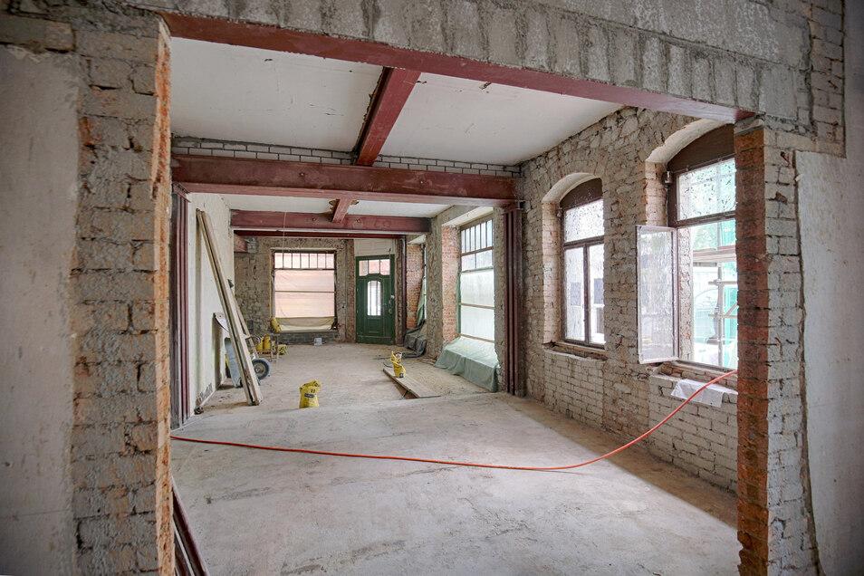 Im Erdgeschoss ist ein großer Raum für den SC Riesa entstanden. Im Hintergrund der markante Haupteingang, der so erhalten bleibt.