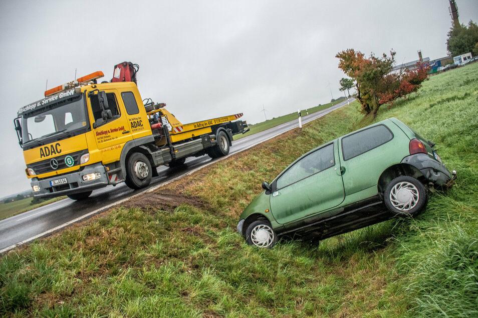 Der Fahrer dieses Twingo blieb am Freitagvormittag unverletzt.