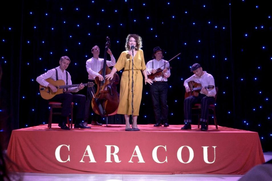 """Im Carte Blanche drehten Caracou das Video für ihren Song """"It's all right with me"""", eine Coverversion von Cole Porter."""