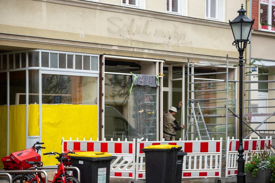 Immerhin wird hier schon gebaut: Im bereits länger geschlossenen Schuhgeschäft - ebenfalls ehemals eine Filiale von Familie Wegerich - auf dem Frauenmarkt wird gewerkelt.