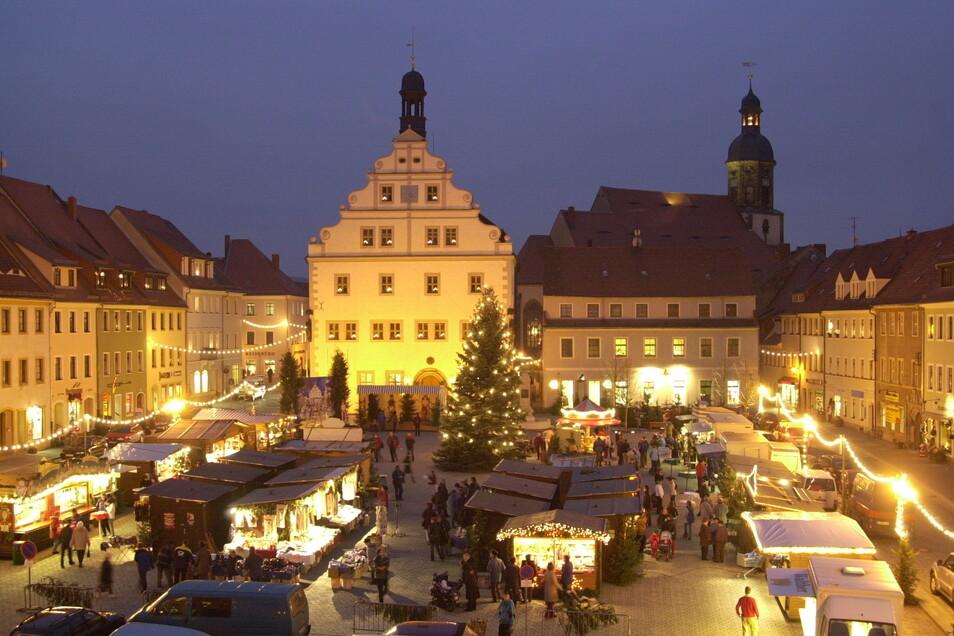 Der Dippser Marktplatz bildet eine tolle Kulisse für einen Weihnachtsmarkt - hier ein Foto von 2004. In diesem Jahr wird es aber keine Buden geben.