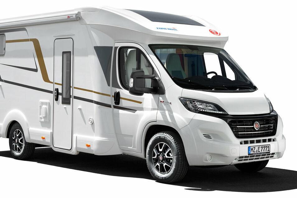 Beliebt bei vielen Camping-Fans sind teilintegrierte Wohnmobile. Teilintegriert bedeutet, dass der Hersteller das komplette Fahrerhaus des Basisfahrzeugs übernimmt.