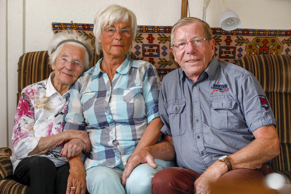 Die Kottmarsdorferin Helene Paletschek wird von Tochter Heide und Schwiegersohn Kraft-Jürgen Marschner aus Reichenbach täglich besucht.