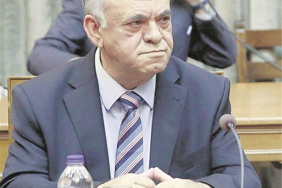 Der Vizepremier Der Ökonom Giannis Dragasakis ist das Gegenstück zum draufgängerischen Finanzminister. Er gibt sich überlegt und höflich. Es wird erwartet, dass sich der Vizepremier in den Verhandlungen mit den Geldgebern zunächst im Hintergrund halten wi