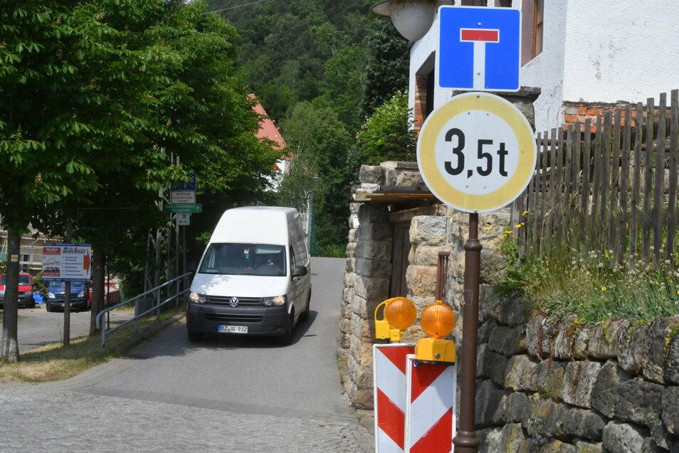 Schmal und unübersichtlich: Der linkselbische Teil des Elberadweges ist von Prossen aus die einzige Zufahrt nach Halbestadt.