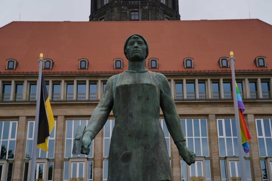 Corona-Prämien, Kurzarbeit und Freistellung bei voller Bezahlung im Dresdner Rathaus sorgen für Diskussionen.