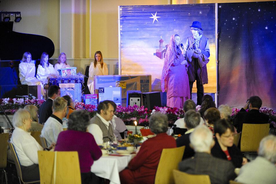 jedes Jahr laden Malteser und Caritas über 200 Senioren oder Bedürftige zu einer Adventsfeier in das Wichernhaus ein.