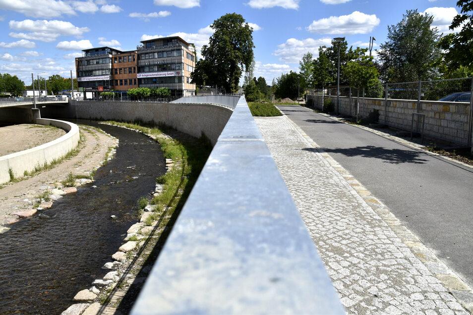 Der gefährliche Weißeritzknick zwischen den Brücken Kesselsdorfer und Löbtauer Straße ist jetzt flutsicher ausgebaut.