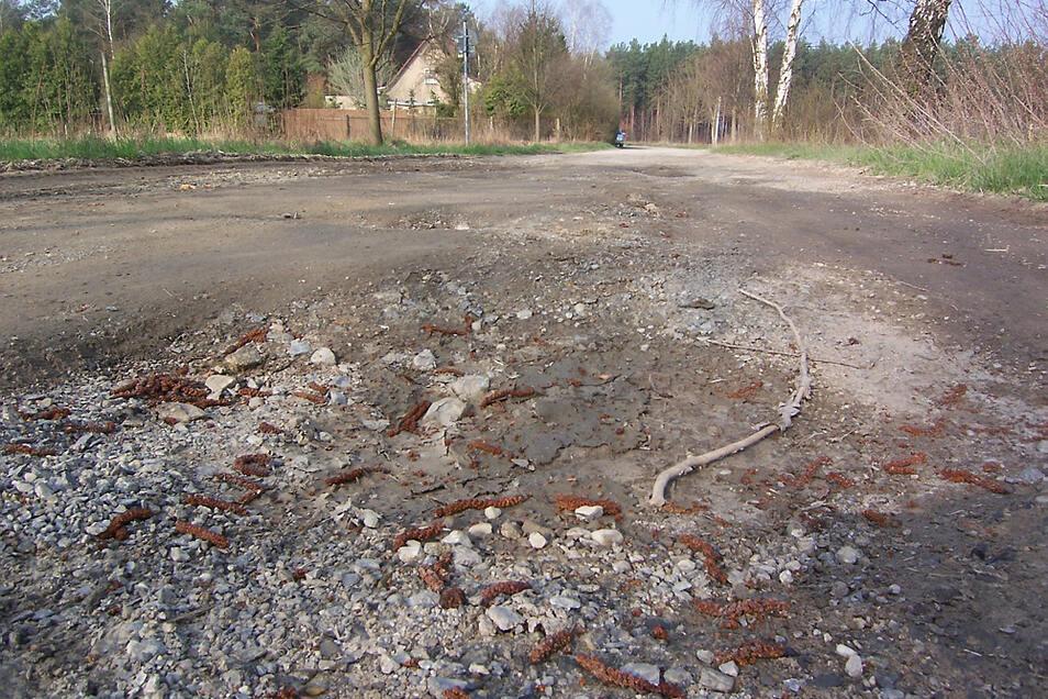 Das ist der Standard-Anblick des Schwarzkollmer Weges, wenn er nicht gerade instandgesetzt wurde. Dieses Foto entstand 2009. Nun sieht es wieder so aus.