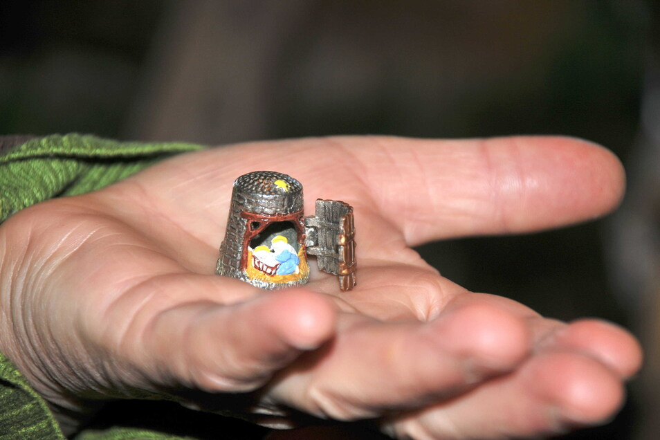 Die kleinste Krippe passt in einen Fingerhut.