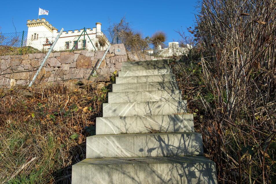 Der Sächsische Weinwanderweg zur Friedensburg, wo Oliver Kreider lebt. Das Grundstück zur Fortsetzung des Weges hat der Stadt Radebeul überschrieben.