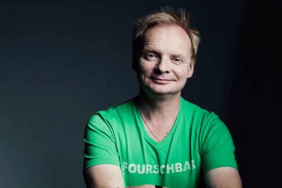 Satiriker Uwe Steimle provoziert Sprüchen auf seinen T-Shirts. Für den MDR ist das derzeit kein Grund, gegen ihn vorzugehen.