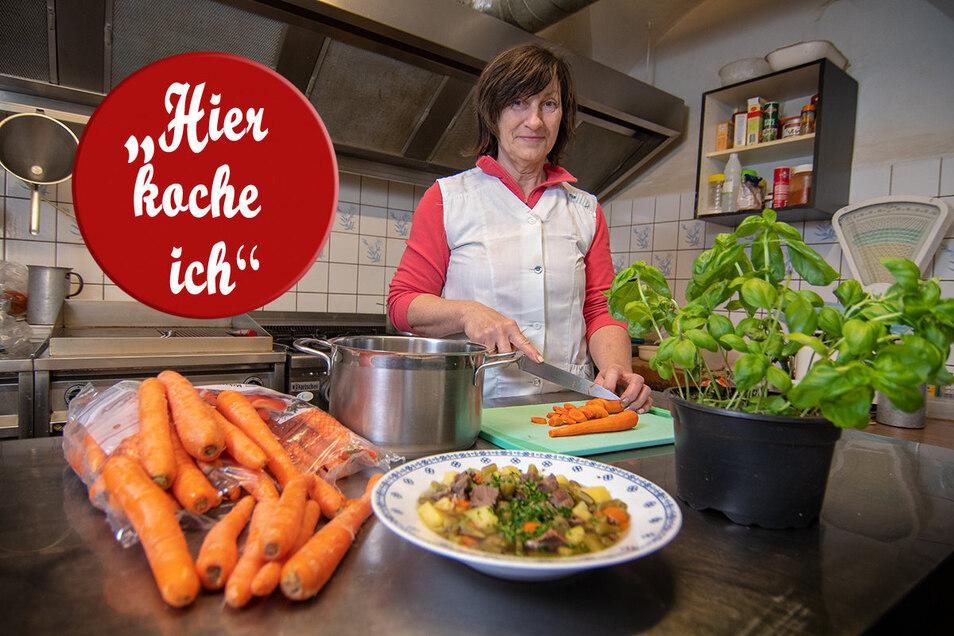"""Ute Jentzsch steht in der """"Post"""" an den Kochtöpfen. Auch wenn sie ihr Restaurant als Schnitzelkneipe bezeichnet, so kocht sie doch einmal in der Woche Eintopf, der auch unseren Lesern zu empfehlen wäre."""