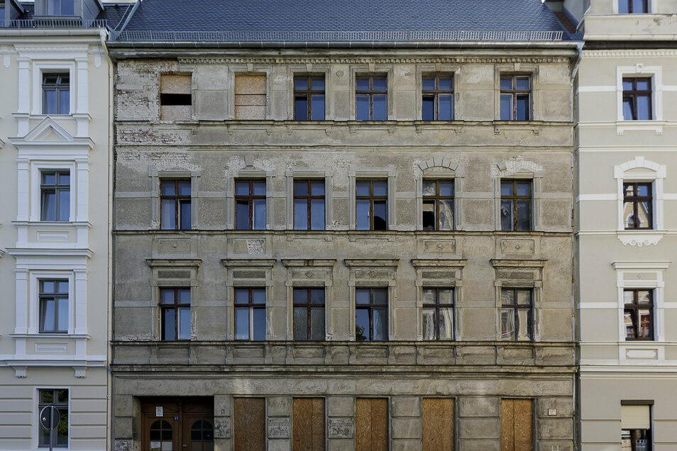 Dach gesichert: Jauernicker Straße 17