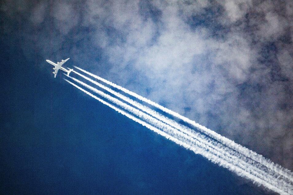 Billig- oder Inlandsflüge sollten nicht verboten werden, meint Kretschmann.