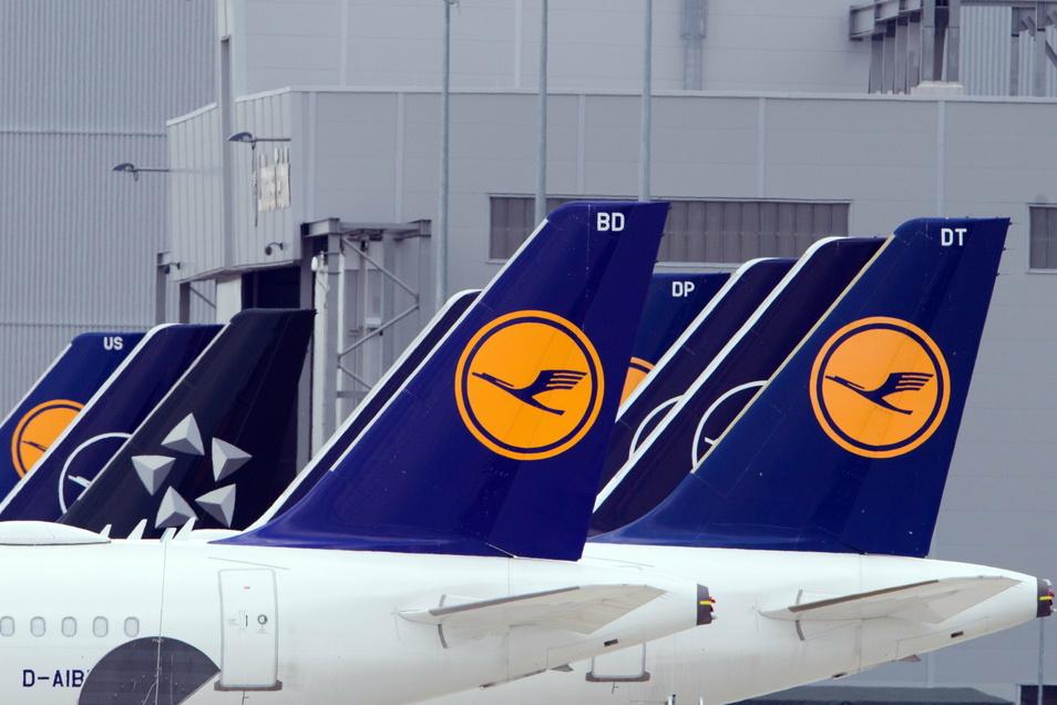 Der Lufthansa-Konzern streicht auf seinen Europaflügen die kostenfreie Verpflegung in der Economy-Klasse.