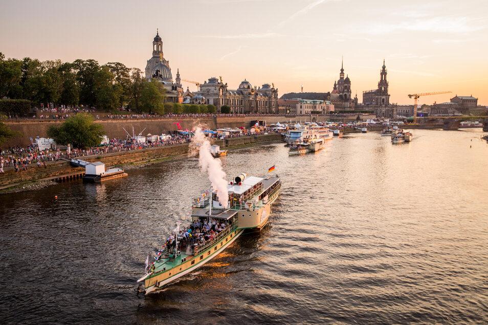 Die Dampferparade zum Stadtfest Dresden im vergangenen August schwamm auf einer Wasserwelle aus Tschechien.
