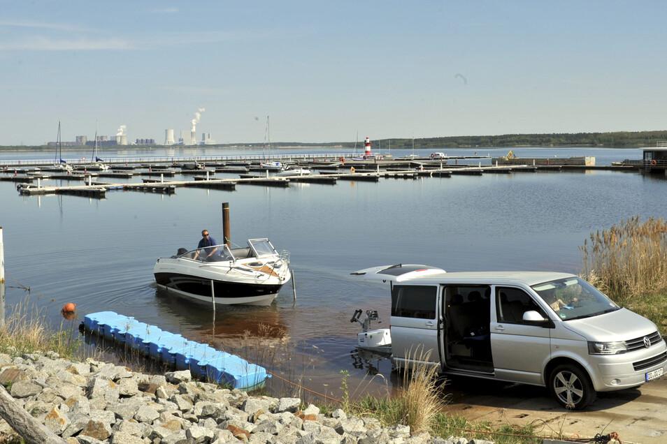 Die Boot, die derzeit im Hafen der Marina Klitten am Bärwalder See zu Wasser gelassen werden können, sind deutlich kleiner. .