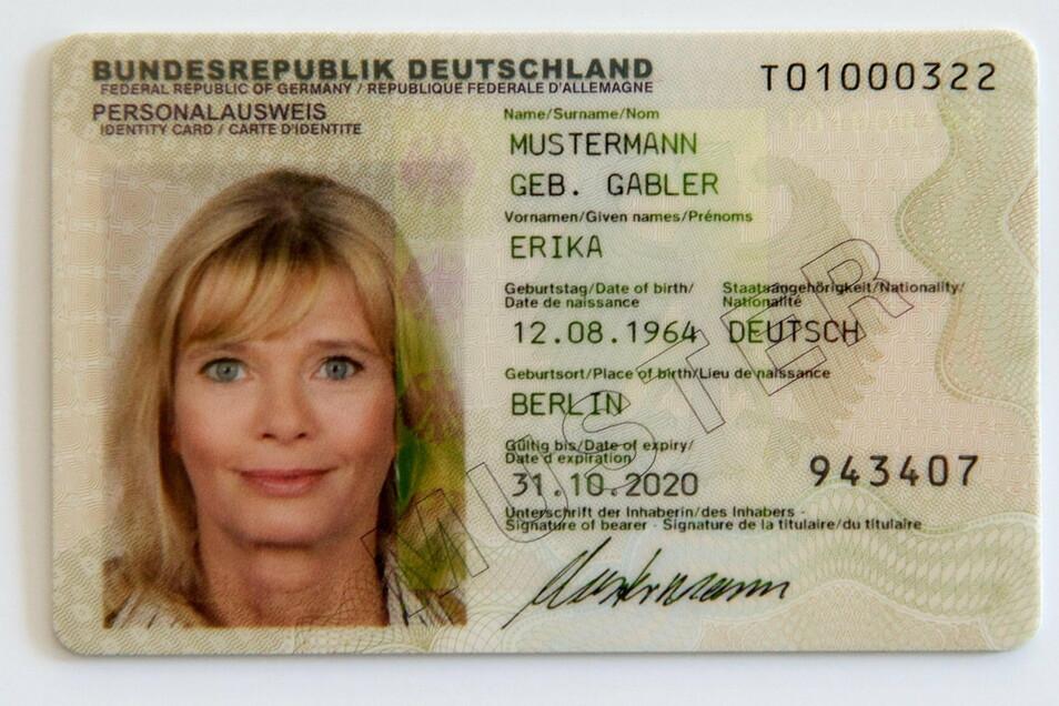 Muster für einen Personalausweis: Ein neues Dokument kostet ab diesem Jahr 37 Euro.