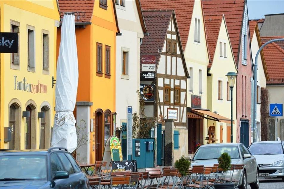 West: Die Kneipenmeile von Altkötzschenbroda belebt den Westen.