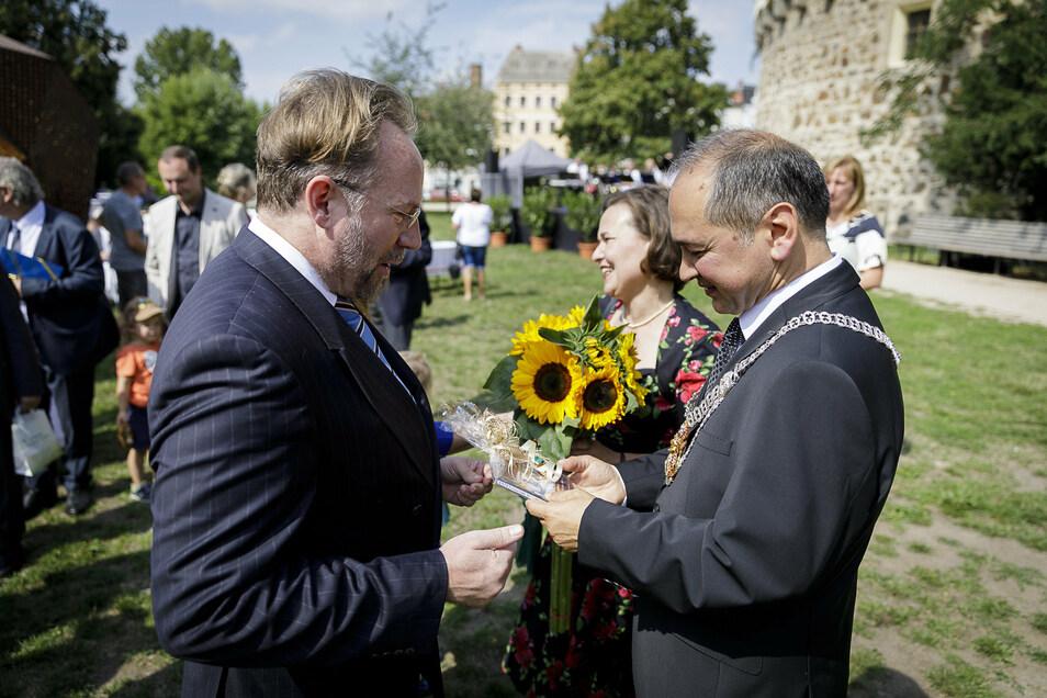 Produzent Michael Simon de Normier (links) unterstützte Octavian Ursu 2019 im OB-Wahlkampf, kam auch zu dessen Vereidigung als neuer Görlitzer Oberbürgermeister.