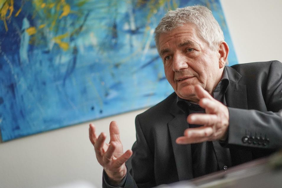 """Roland Jahn will erreichen, dass frühere Stasi-Offiziere mit Doktor-Titel den Zusatz """"Stasi"""" führen müssen."""