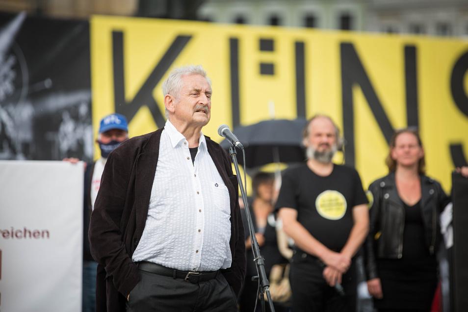 Trompeter Ludwig Güttler hat am Mittwoch in Dresden vorgerechnet, wie viele Menschen in der Frauenkirche noch seine Konzerte besuchen dürfen.