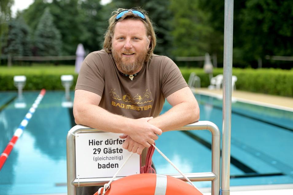 Steffen Blümke ist der neue Schwimmmeister im Löbauer Herrmann-Bad.