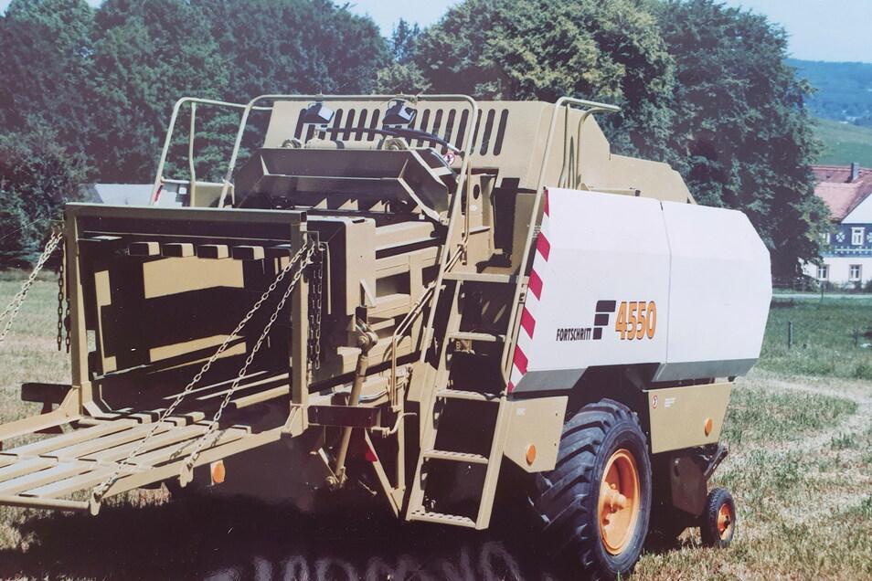 Die Landmaschinen von Fortschritt Neustadt wurden in die ganze Welt geliefert. Hier eine Quadergroßballenpresse.