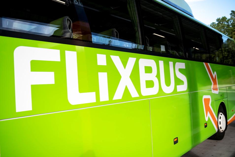 Über ein Jahr lang war Bautzen vom Flixbus-Streckennetz abgeschnitten. Jetzt steuern die grünen Fernbusse die Stadt wieder regelmäßig an.