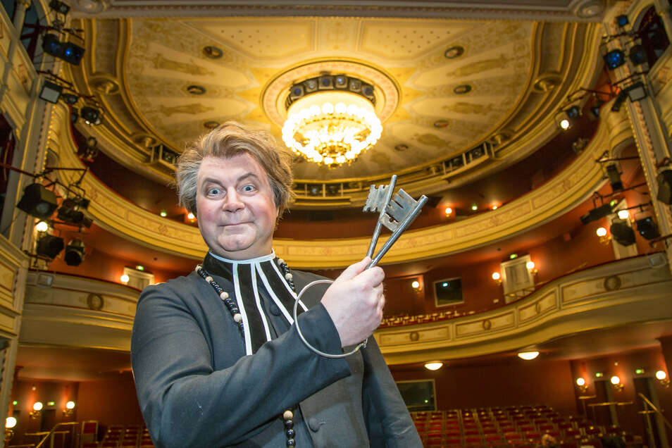 "Hans-Peter Struppe (hier als Mesmer in ""Tosca"") will kein geschlossenes Theater."