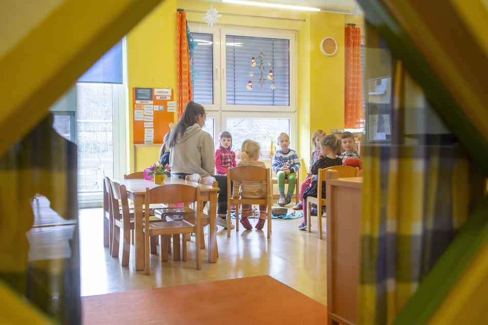 Blick in eine Kita: Eltern können sich in Riesa bald online über die Angebote der Kinderbetreuungen informieren – und auch Ausschau nach Plätzen halten.
