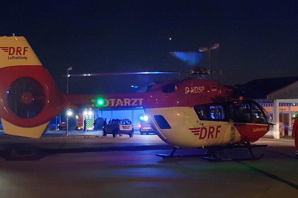 Ein Rettungshubschrauber ist in Pirna am Lidl gelandet. Der Schwerstverletzte wurde aber schließlich mit dem Rettungswagen abtransportiert.