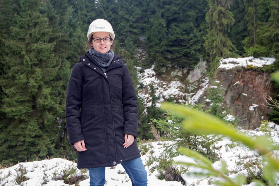 Anja Ehser steht hier vor der Pinge in Sadisdorf. Dieses Foto entstand vor drei Jahren, als ihr Unternehmen Tin International dort Probebohrungen gemacht hat. Jetzt will es das Vorhaben wieder aufgreifen.