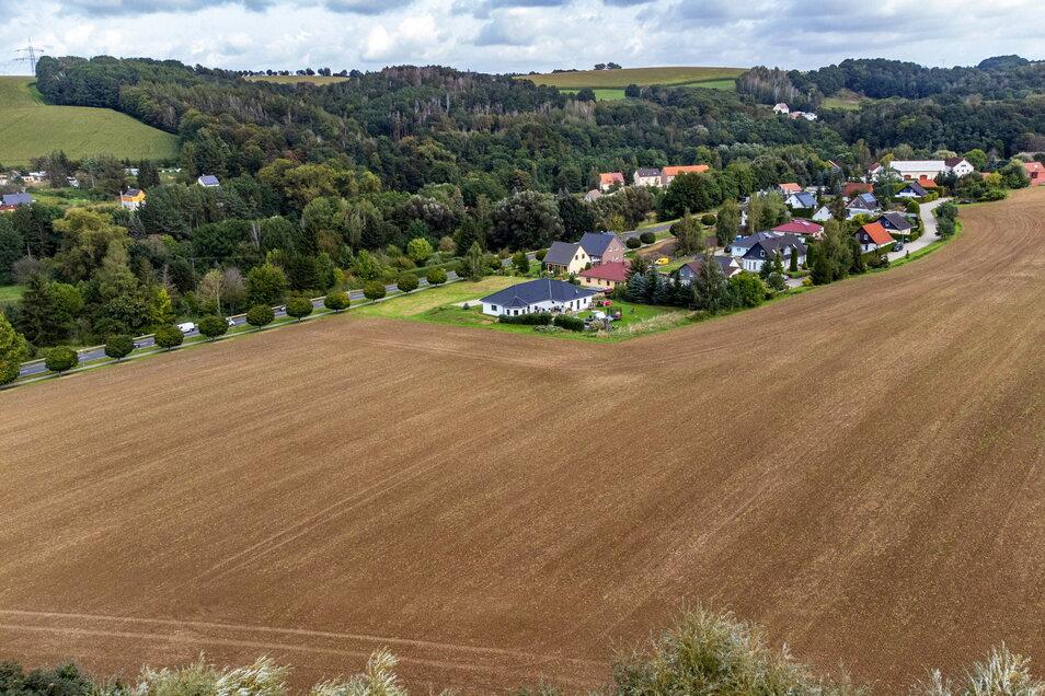 """Auf der anderen Seite des Finninger Weges, der das Wohngebiet """"Schweizer Berg"""" in Niederstriegis erschließt, sollen noch einmal Plätze für rund ein Dutzend neuer Eigenheime ausgewiesen werden."""