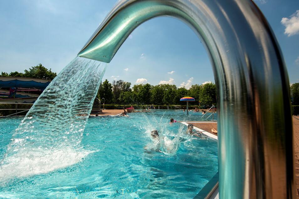 Sommer-Spaß im Nichtschwimmerbecken am Badesee Kötitz in Coswig