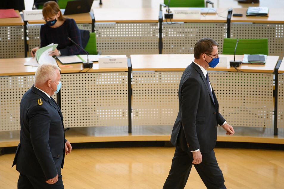 Innenminister Wöller (CDU, r) und Horst Kretzschmar, Landespolizeipräsident in Sachsen
